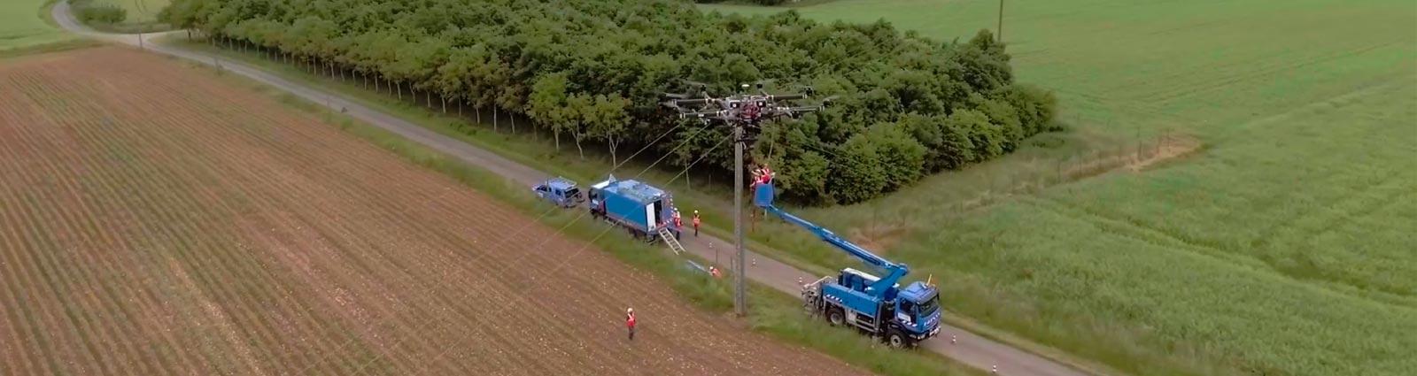 Réalisation d'images aeriennes lors d'un tournage en drone pour enedis